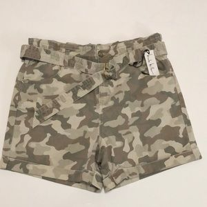 Nicole Miller paper bag camouflage shorts Size 4